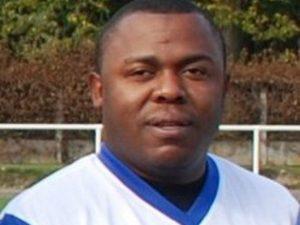 Francia, dramma durante una partita: calciatore si accascia a terra e muore