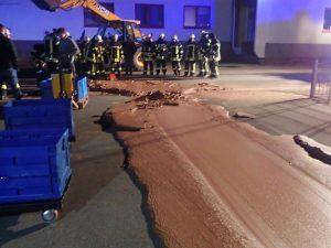Germania, una tonnellata di cioccolato si riversa su una str
