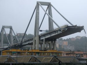 """Ponte Morandi, l'allarme: """"15mila tonnellate di amianto, si"""