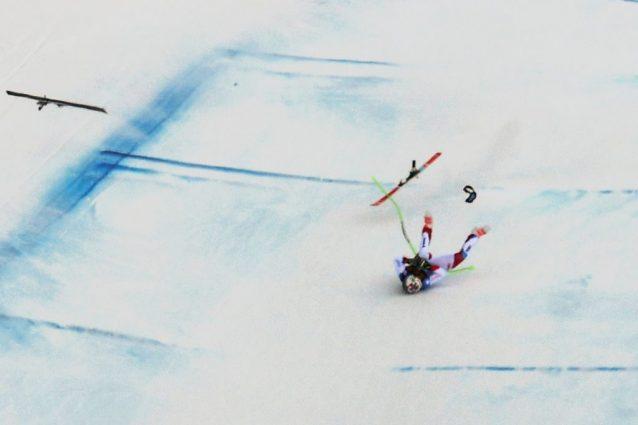 Sci, terribile caduta per Marc Gisin: lo svizzero rimbalza più volte sulla neve e perde i sensi