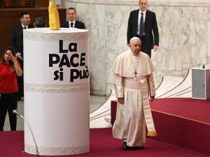 """Papa Francesco: """"Basta accusare i migranti e privare i poveri di speranza"""""""