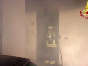 Venezia, incendio in casa: muore una donna, in salvo le sue