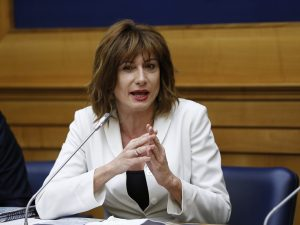 """Slitta 'Alla Lavagna', intervista a Luxuria: """"Dispiace che R"""