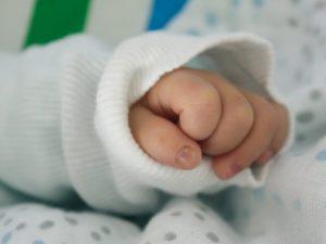 Bologna, arresto cardiaco dopo circoncisione in casa: morto
