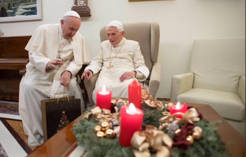 Auguri Di Natale Papa Francesco.Papa Francesco Va Da Benedetto Xvi Per Gli Auguri Di Natale