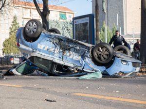Torino, terribile scontro tra volante Polizia e auto con cal