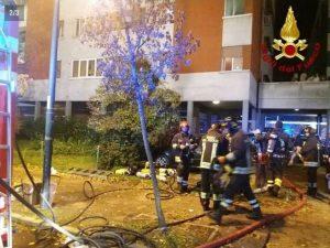 Reggio Emilia, incendio in un palazzo: due morti, gravissime