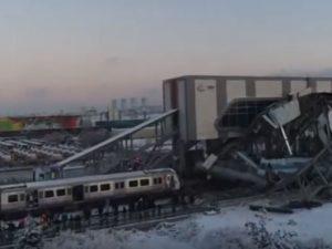 Treno ad alta velocità si schianta contro locomotiva in Turc