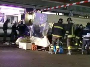Piacenza: travolti da auto che piomba su bar, un morto. Conducente rischia il linciaggio