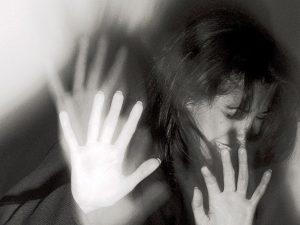 Costringe la cugina disabile a prostituirsi: si fa pagare co