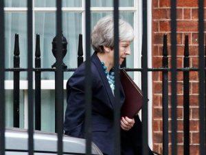 Caos Brexit, May rinvia il voto in Parlamento. Obiettivo: tr