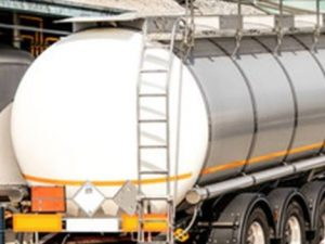 Verona, dramma sul lavoro: camionista muore asfissiato nell'