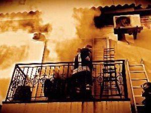 Paura a Bibbona |  esplode una palazzina |  gravi mamma |  papà e figlio di 14 anni