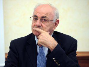 """""""Banche controllate da Savi di Sion"""": bufera sul tweet antis"""