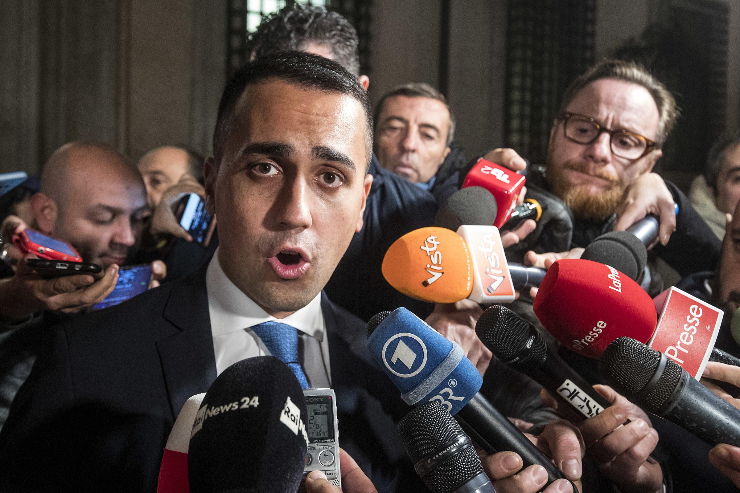 Luigi di maio in arrivo il taglio di 345 parlamentari for I parlamentari