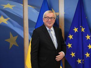 "M5S contro mega stipendi di Juncker e commissari Ue: ""Schiaf"
