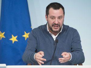 """Matteo Salvini contro Cesare Battisti: """"Chiedi scusa e taci"""""""
