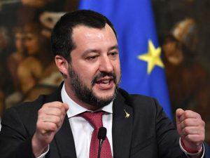 """Pensioni, arriva Quota 100 e Matteo Salvini esulta: """"Aiutiam"""