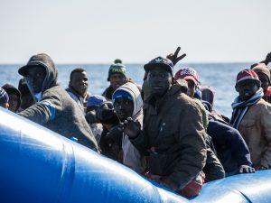 """Migranti, Civati: """"Illegale riportare indietro le 100 person"""