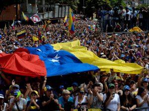 """Venezuela nel caos, 13 morti nelle proteste. Maduro: """"Popolo si mobiliti"""""""