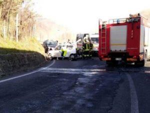 Prato, tragico schianto auto tir: due coniugi muoiono insiem