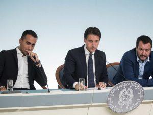 Sondaggi, crolla il consenso del governo: insoddisfatto il 6