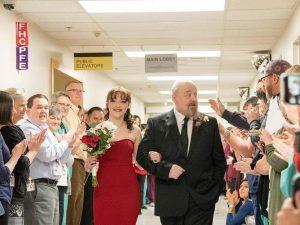 Il papà è malato, 18enne si sposa in ospedale a San Valentin
