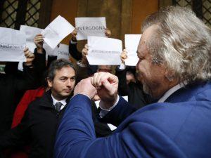 """Diciotti, ministro Bonafede: """"Gesto di Giarrusso non è da se"""