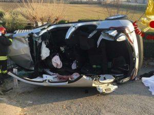 Pesaro, l'auto finisce contro una casa: nel tragico schianto