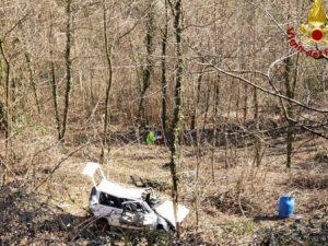 Vicenza, tragico incidente stradale: auto precipita nella sc
