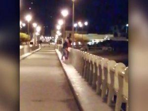 Sesso sul pontile di Forte dei Marmi, passanti riprendono la