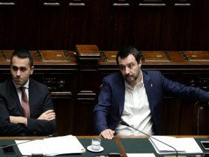 Rimpatri fermi, non bastano le lettere! Migranti, Luigi Di Maio e il M5s contro Matteo Salvini