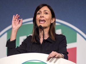 Ministro non siamo a scuola! Mara Carfagna 'rimprovera' Matto Salvini in Aula