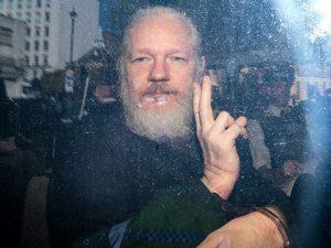"""Il segretario di Stato Usa Mike Pompeo: """"Julian Assange sarà"""