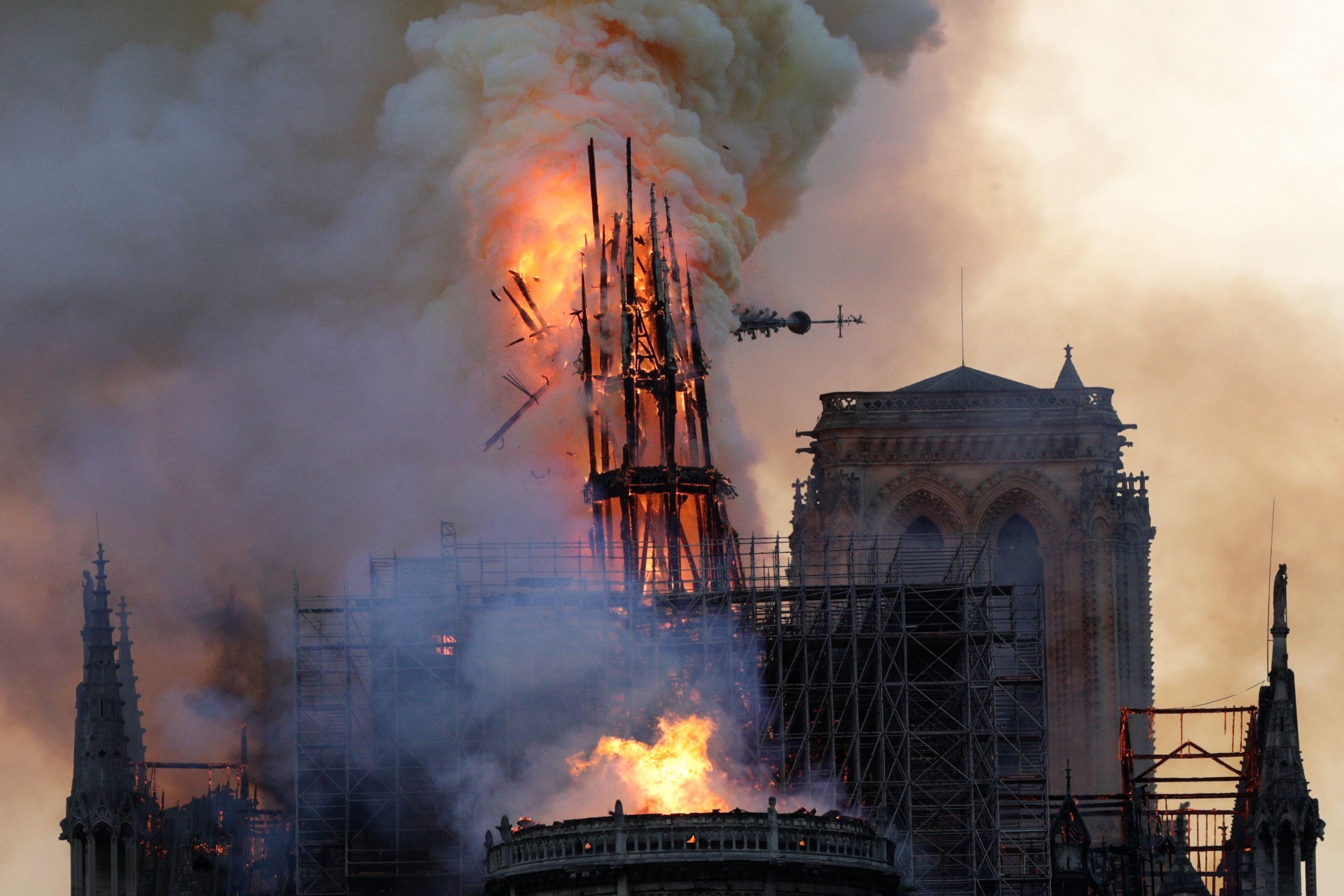 Incendio Notre Dame: la cattedrale nel romanzo di Victor Hugo, che ...