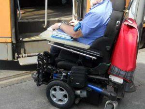 """""""Marocchino di m., ci fai perdere tempo"""", tetraplegico aggredito dagli altri passeggeri del tram"""