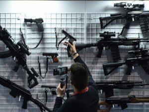 In Svizzera sì a controlli più severi sulle armi: 63,7% vota