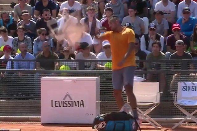 Tennis, Internazionali di Roma: Kyrgios, follia e squalifica. Fognini agli ottavi