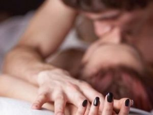 """""""Vuole fare sempre sesso e gira nudo in casa"""", 27enne denunc"""
