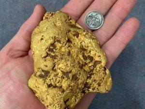 Australia, trovata una pepita d'oro da un chilo e mezzo: vale circa 70mila euro