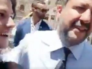 Non siamo più terroni di m…? Matteo Salvini sorpreso da nuovo selfiebeffa