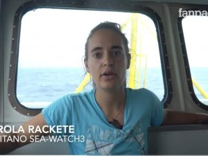 """La Sea Watch 3 è entrata in acque italiane, la capitana: """"So cosa rischio, ma non ho scelta"""""""