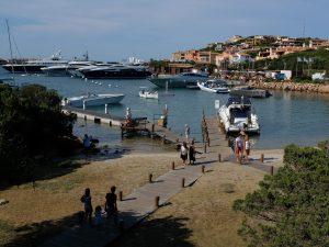 """La disavventura di due turisti in Sardegna: """"Reception chius"""