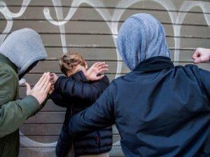 Cagliari: picchiato e minacciato con coltello da un gruppo d