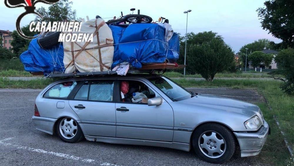Da Bari A Savona Con Una Camera Da Letto 4 Bici Mezza Cucina E Un Armadio Sul Tetto Dell Auto