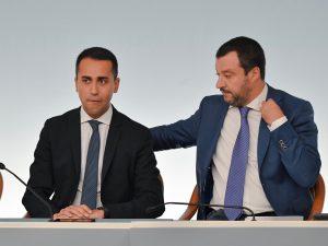 Sondaggi politici, Lega rosicchia consenso al M5S e vola al
