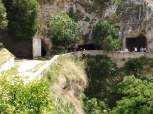 Gravina in Puglia: 15enne precipita in un burrone, salvo dop