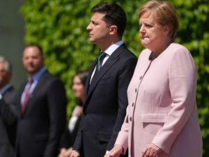 Malore per Angela Merkel, colpita da improvviso tremore dura
