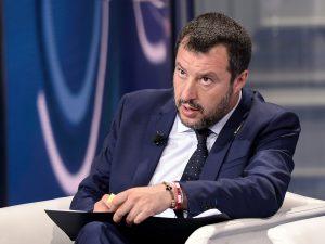 """Sea Watch, Salvini: """"In 13 giorni poteva arrivare in Olanda,"""