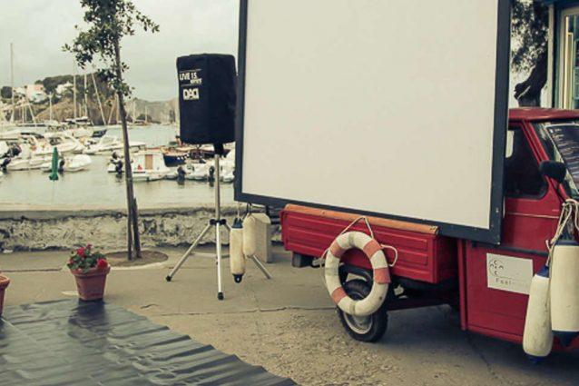 Ponza e Ventotene: su un Apecar il cinema più piccolo del mo